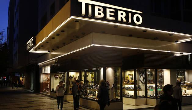 Foto del exterior de Calzados Tiberio, en la avenida de Bayona 32 de Pamplona.