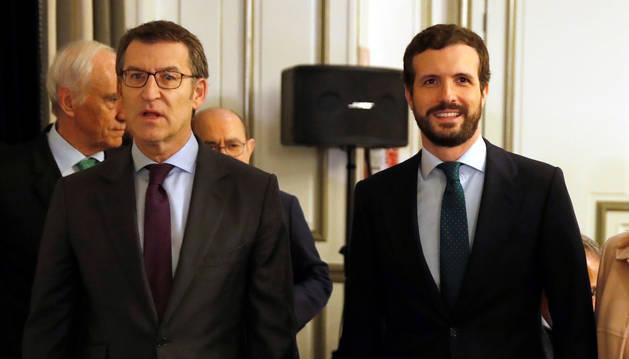 foto de El presidente de la Xunta, Alberto Núñez Feijóo, y el líder del Partido Popular, Pablo Casado, se han reunido hoy en Madrid