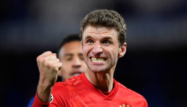 Thomas Muller celebra el triunfo del Bayern.