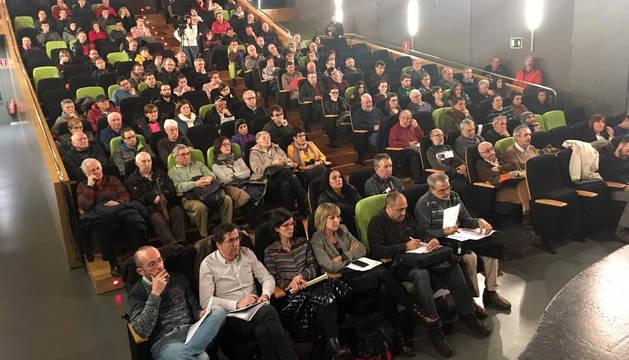 Público presente en el foro DN En Vivo sobre la N-121-A en Bera.