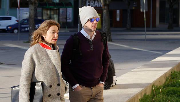 Foto de Sancho Bandrés con su abogada llegando a la Audiencia Nacional.