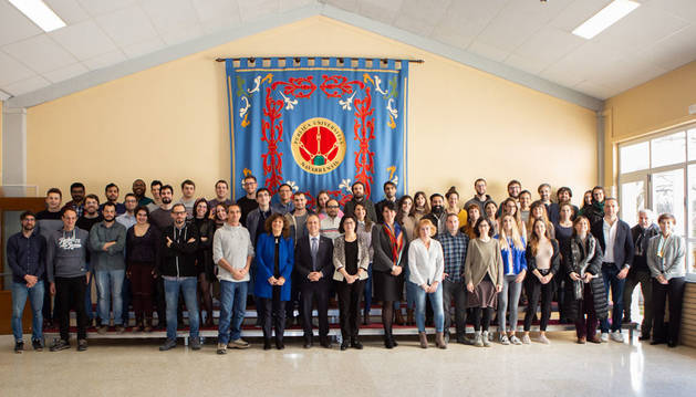 Foto de grupo de la jornada de bienvenida a los nuevos doctorandos del curso 2019-2020, junto con los representantes de la UPNA.