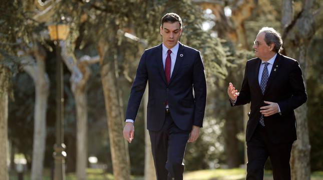 Pedro Sánchez y Quim Torra, en los jardínes del Palacio de la Moncloa.