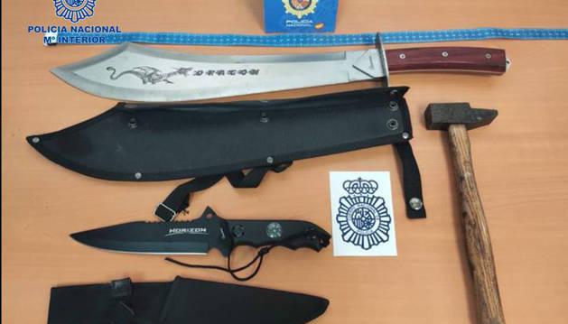 Las armas requisadas por los agentes de Policía Nacional en Dantxarinea.