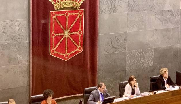 Hualde protagoniza la anécdota de la votación presupuestaria