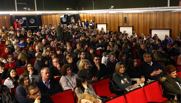 Imagen de los asistentes a la charla impartida ayer en el salón de actos del IES Navarro Villoslada.