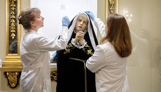 Foto de la restauración de la imagen de La Dolorosa.
