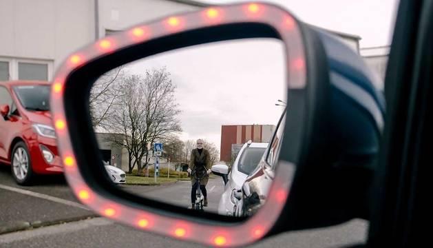 Luces LED del retrovisor que avisan a ciclista y conductor