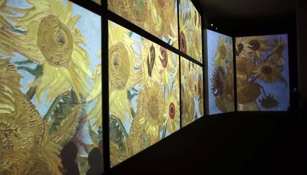La Sala de la Muralla de Baluarte acoge desde este sábado una muestra multisensorial en la que cobrará vida la obra del artista holandés gracias a las imágenes, luces y sonidos que acompañarán al espectador en un viaje por las etapas pictóricas de Van Gogh.