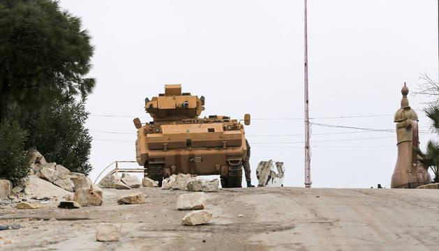 Turquía ataca objetivos de Siria en respuesta a la muerte de 33 de sus militares