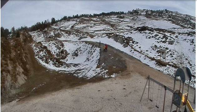 Foto de una nevada en la noche del martes hizo que la organización confirmase el evento. El viernes ya había desaparecido mucha nieve. Las previsiones para las últimas horas  no se cumplieron y ayer se canceló.