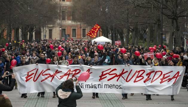 La marcha, con más de 5.000 asistentes según los organizadores y 3.000 según la delegación del Gobierno, había sido convocada por padres y madres de niños afectados.