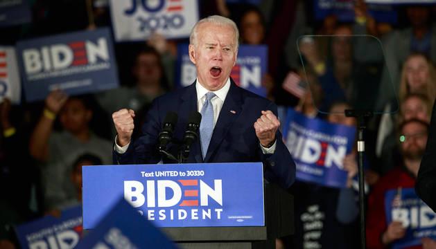 El exvicepresidente estadounidense Joe Biden celebra su triunfo en Carolina del Sur.