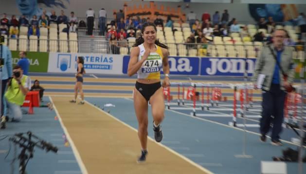 Laila Lacuey, plata y récord navarro en salto de longuitud