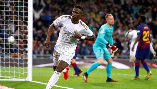 Vinicius celebra el primer gol del Real Madrid ante el Barcelona.