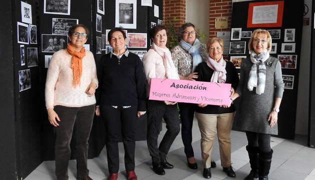 Foto de la junta de la asociación de mujeres de San Adrián: Conchi Cornago Díaz, Tomasi Martínez Cabello, Conchi Santos Alcalde, Mª Rosa Cunchillos Rubio, Mª Cielo Cuesta Sáenz y Luz Divina Ruiz-Alejos Ciordia.