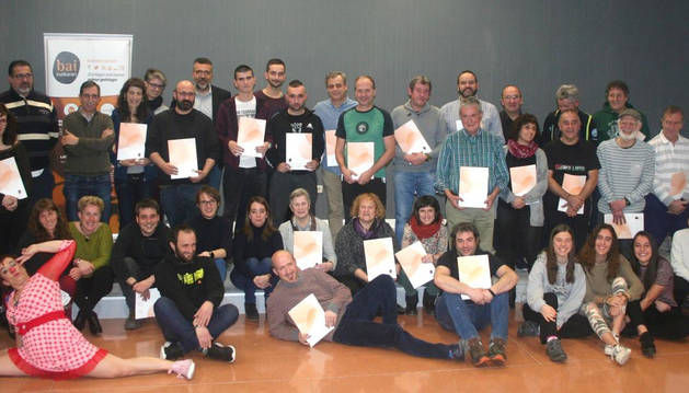 Foto tras la entrega de certificados Bai Euskarari 2019 en Barañáin