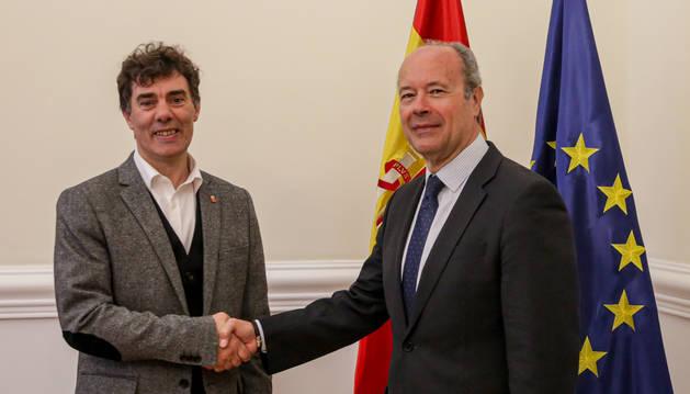 Foto del consejero Eduardo Santos y el Ministro de Justicia, Juan Carlos Campo.
