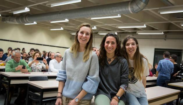 Foto de Miren Larumbe, Maider Blanco y Laura Panero compartieron su experiencia sobre el cambio climático en la Universidad Pública de Navarra.
