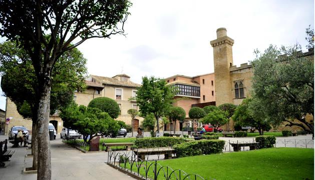 Foto de la plaza de los Teobaldos de Olite, localidad cuyo presupuesto crece este año.