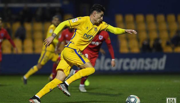 Luis Perea, en una imagen de un partido reciente con la camiseta del Alcorcón.