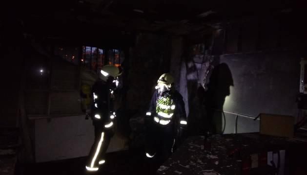 Los bomberos de Lodosa han apagado un incendio en el bar de las piscinas de Sesma