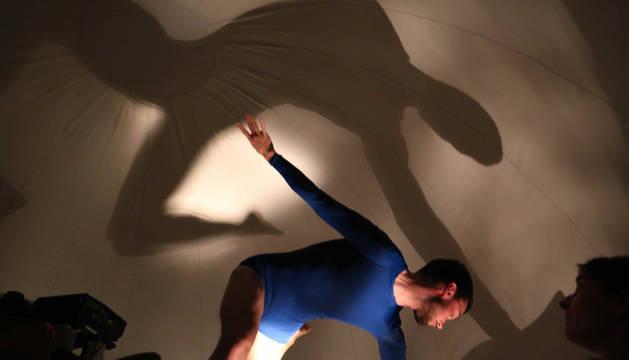 El bailarín Oihan Indart durante el espectáculo 'O!' de Pantxika Telleria.