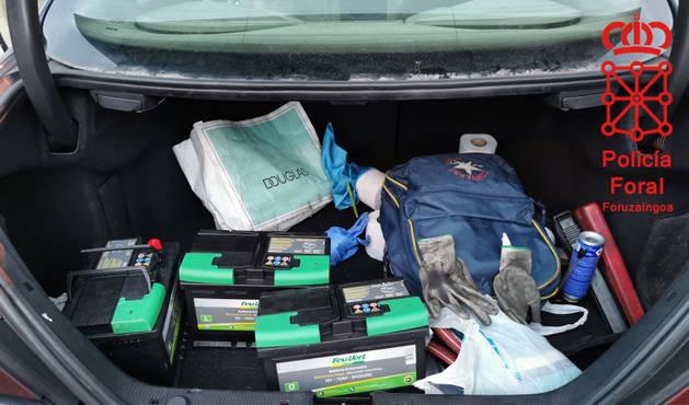 foto de Las baterías robadas fueron encontradas en el maletero del coche