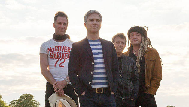 Foto del grupo estadounidense Nada Surf.