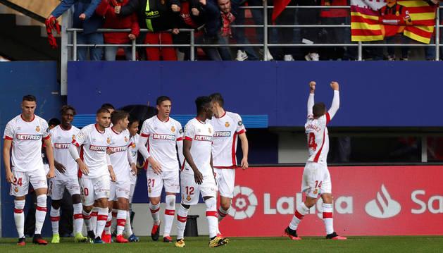 Foto de los jugadores del Mallorca celebrando el gol de Dani Rodríguez en Eibar.
