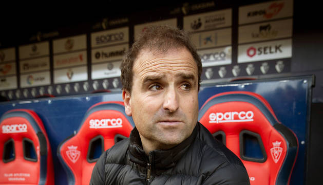 El entrenador de Osasuna, Jagoba Arrasate, minutos antes del inicio del partido.