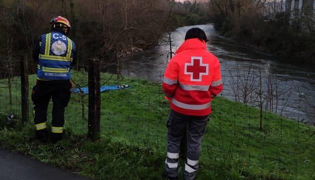 Tres desaparecidos al caer un coche al río Urumea, en Hernani