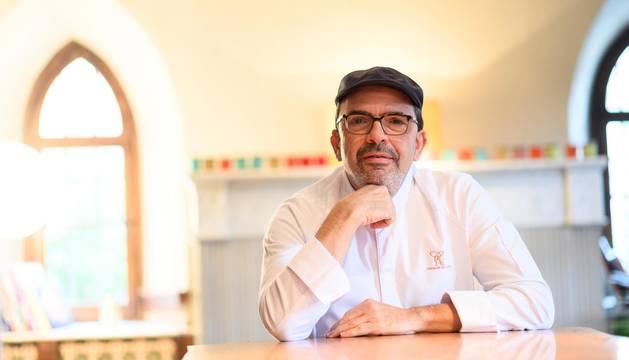 Foto del chef Jesús Sánchez, en su restaurante El Cenador de Amós.