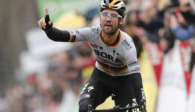 El ciclista alemán Maximilian Schachmann (Bora-Hansgrohe) se adjudicó este domingo al esprint la primera etapa de la París-Niza.