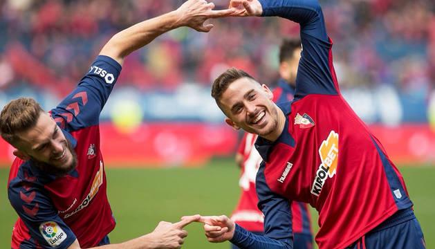 Roberto Torres y Kike Barja hacen la fusión de 'Dragon Ball' tras el gol del de Arre contra el Espanyol.