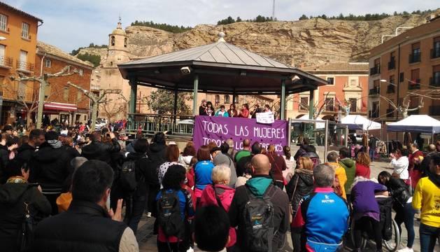 Lodosa, Los Arcos, San Adrián y Aberin-Muniain de la Solana celebraron el Día de la Mujer con lecturas de comunicados, concentraciones y con el reconocimiento al trabajo realizado a lo largo de su vida