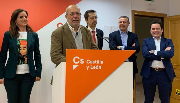Francisco Igea interviene ante los medios de comunicación.