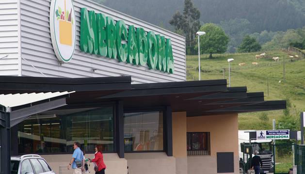 Foto del exterior de un Mercadona.