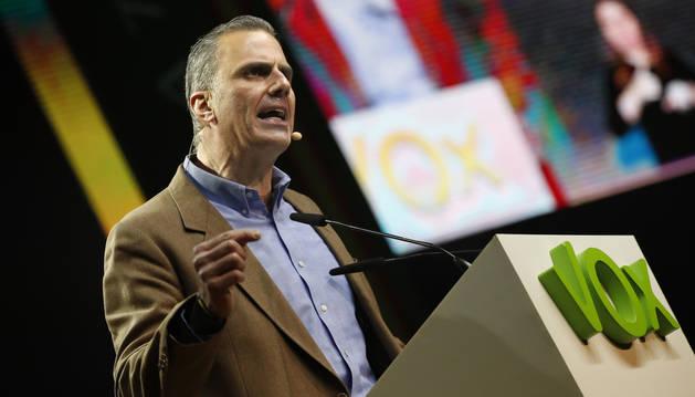 foto de El secretario general de VOX, Javier Ortega Smith, durante su intervención en el mitin de Vistalegre