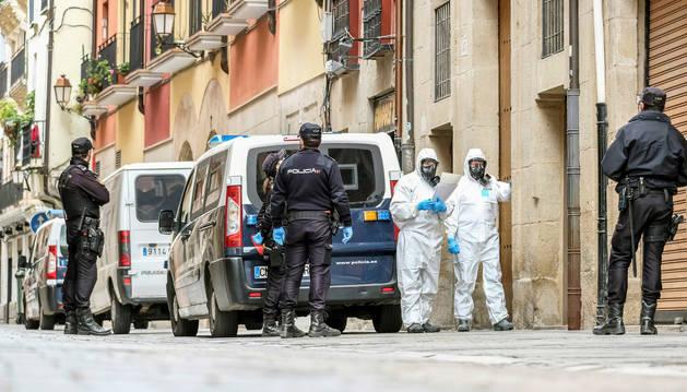foto de Dispositivo de la Policía Nacional encargado de la notificación a posibles afectados por el coronavirus en Logroño