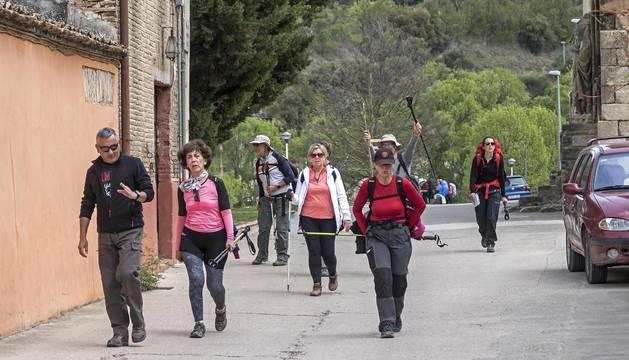 Foto de peregrinos en el Camino de Santiago en Estella.