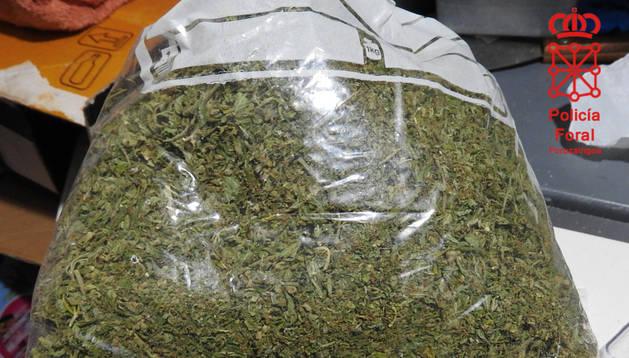 foto de Bolsa con marihuana incautada al detenido en Pamplona