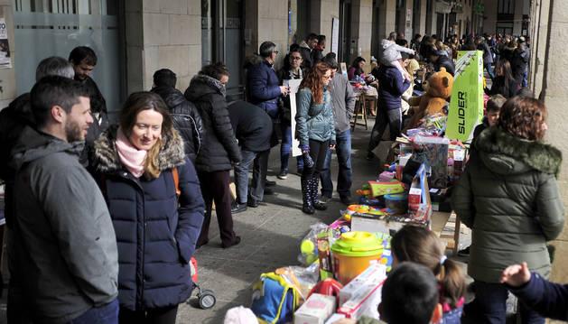 El mercadillo, una tradición en el Txaparrón Solidario.