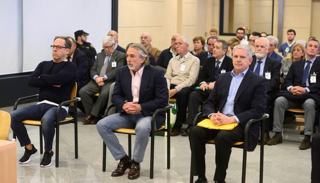 Foto de Álvaro Pérez 'El Bigotes', Francisco Correa y Pablo Crespo, al comienzo del juicio de la trama Gürtel el 9 de marzo.