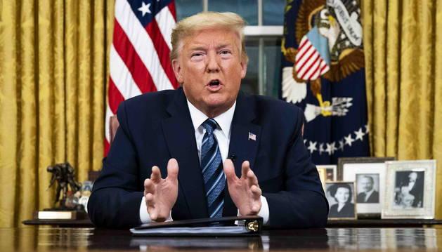 Foto del discurso de Donald Trump dirigido a la nación desde el Despacho Oval.