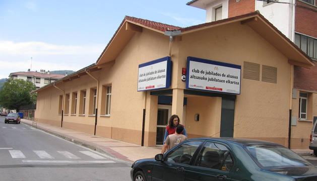 Foto del acceso al club de jubilados de Alsasua.