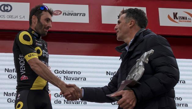 Foto de Hervier, ganador del año pasado, saluda a Miguel Induráin tras ganar en el Paseo de la Inmaculada.