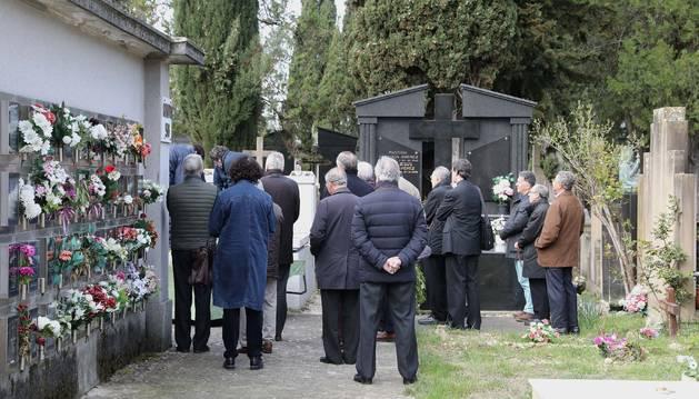 Foto del entierro celebrado este viernes por Javier Hervada, catedrático de la Universidad de Navarra.