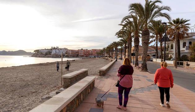 Foto del paseo marítimo de la playa de Calabardina, Águilas (Murcia).