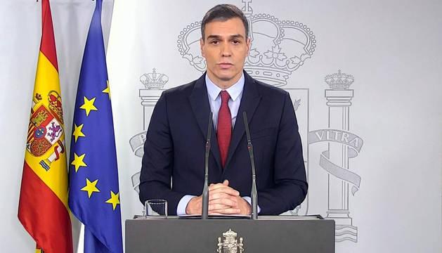 Captura de vídeo del presidente del Gobierno, Pedro Sánchez, durante la declaración institucional en el Palacio de la Moncloa en la que ha anunciado que ha decretado el estado de alarma.
